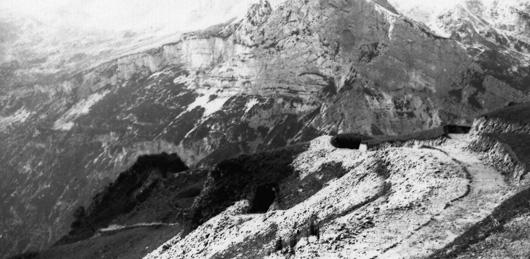 Difese ovest dello Spiz Zuel (foto Archivio A. Alpago Novello)