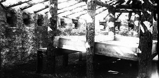 Interno di un blockhaus sullo Spiz Zuel (foto Archivio A. Alpago Novello)